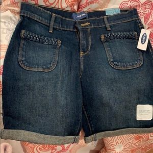 Mid length jean shorts with a braided design
